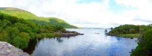 """Middle Lake ter hoogte van de brug aan """"Meeting of the Waters"""" waar het aansluit op Muckross Lake."""