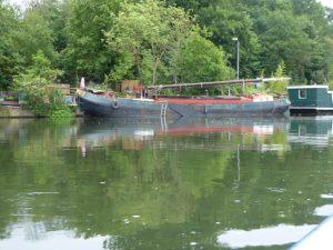 Met dit type vrachtboten werden vroeger goederen vervoerd op de Maas.