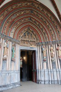 Het portaal van de Benedictijner basiliek van Sint Servaas.