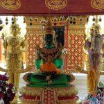De Wat Phrathat Doi Suthep is een druk bezocht heiligdom. Je kan het bereiken via een 200 treden tellende steile naga trap.