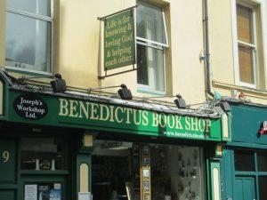 Religieuze boekenwinkel in het oude centrum van Cork.