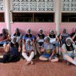 In de Mud Spa wordt een groepsfoto genomen van de Zwarte Belgen, een bedreigde etnische minderheid.