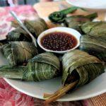 De specialiteit van het Bai Fern restaurant : gebraden kip in pandan bladeren.