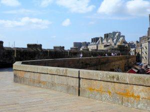 Wandeling op de vestingsmuur rond de oude stad van Saint Malo
