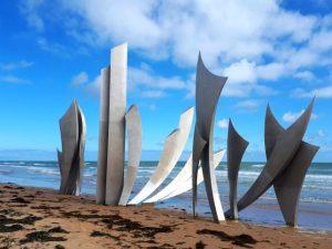 Het Signal Monument aan Omaha Beach ter nagedachtenis aan de vele gesneuvelden op D-Day