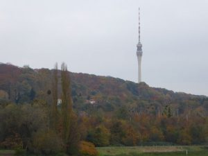 De televisietoren van de vroegere DDR. Westduitse televisieprogramma's konden hier niet ontvangen worden.