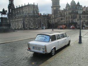 'Trabant limousine' op de Theaterplatz.