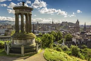 Zicht vanop Carlton Hill op Edinburgh, Schotland