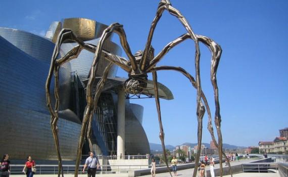 Reuzenspin Maman voor het Guggenheim museum in Bilbao, Spanje