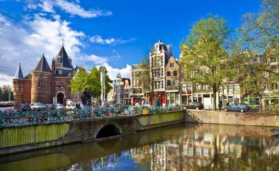 Grachten en fietsen in Amsterdam